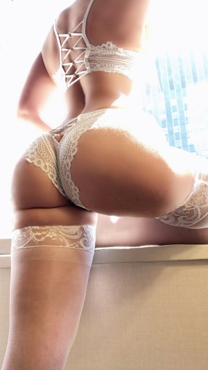 Maurine escort girl in Holland MI